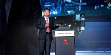 Peter Zhou, Chief Marketing Officer of Huawei Wireless Solution, releases a series of solutions for autonomous driving mobile networks. PHOTO from Huawei