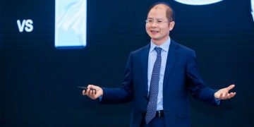 Huawei Rotating Chairman Eric Xu delivered a keynote speech at the 2019 International Auto Key Tech Forum (PHOTO from Huawei)