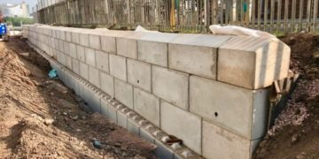Construction of a retaining wall using Blockwall. (Photo from Blue Planet)
