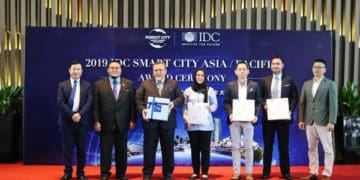 Aminolhuda with IDC representatives, IRDA and CGPV Management at IDC Smart City Award Ceremony in Forest City.