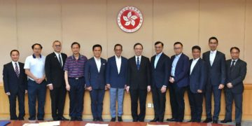 The Multi-functional Smart Lampposts Technical Advisory Ad Hoc Committee with HK Government CIO Victor Lam (sixth right), serving as convenor.