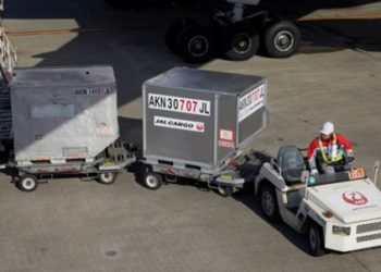 A JAL transport vehicle at Haneda Airport. (Photo from NEC Corporation)