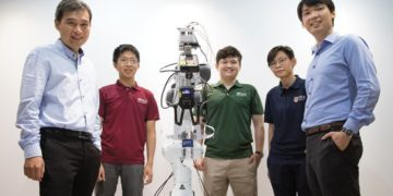 Assistant professor Harold Soh (left) and Assistant professor Benjamin Tee (right) with their   team members (second from left to right) Sng Weicong, Tasbolat Taunyazov and See Hian. (Credit: National University of Singapore)