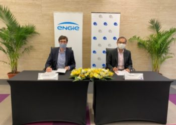 {L-R): Thomas Baudlot, CEO, ENGIE South East Asia and Tan Boon Khai, CEO, JTC Corporation signing the Agreements in a signing ceremony