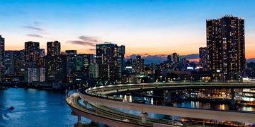 Rainbow Bridge in Tokyo. Image by xegxef from Pixabay